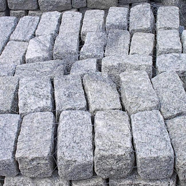 Tumbled granite cobblestone